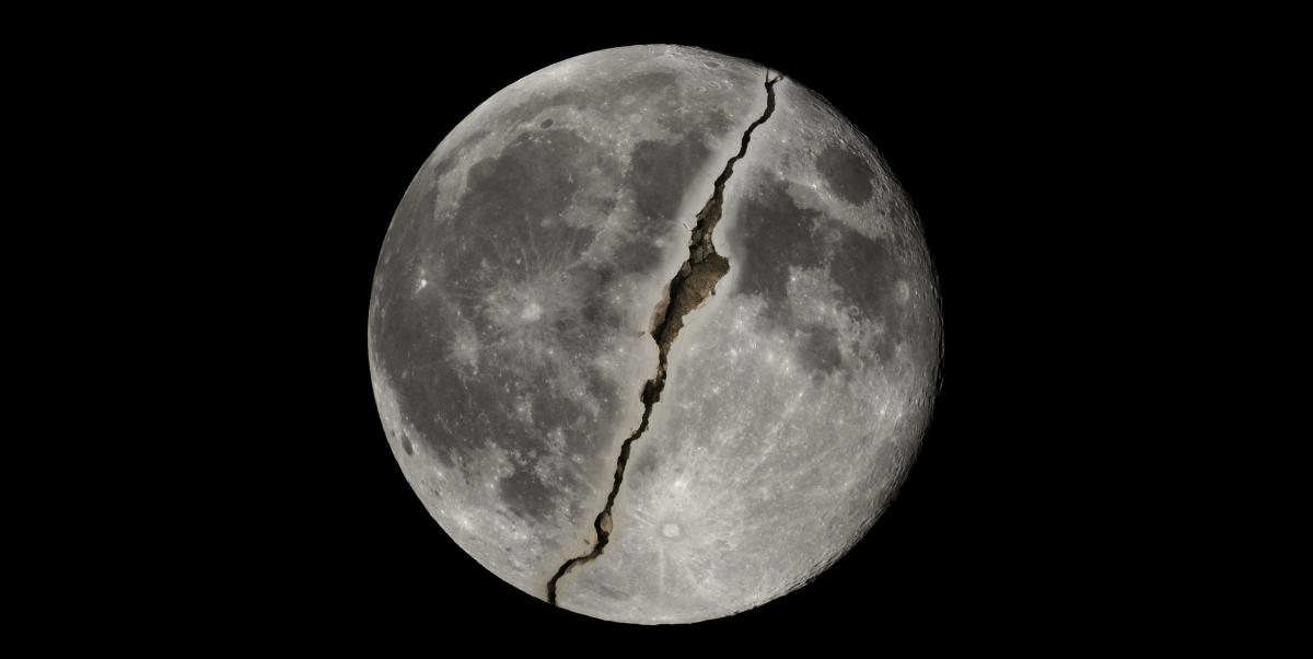 الدليل من ناسا علي انشقاق القمر Moon splits