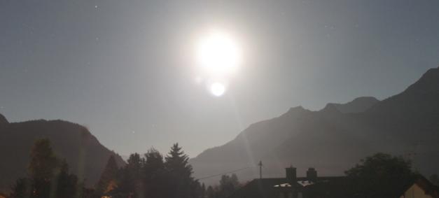 الشمس والطارق