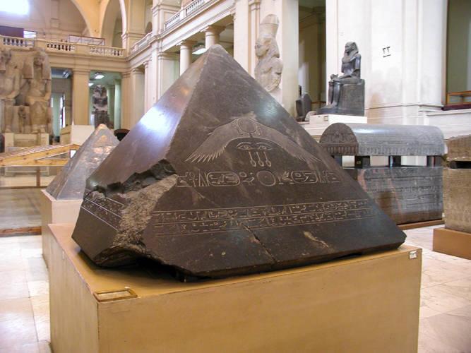 Pyramidion_of_the_Pyramid_of_Amenemhet_III_at_Dahshur